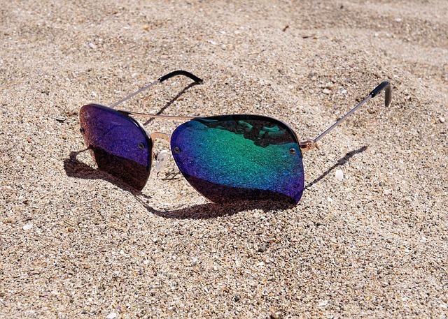 sunglasses-2523803_640.jpg